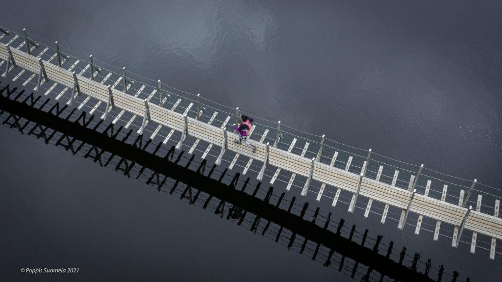 A runner on a suspension bridge